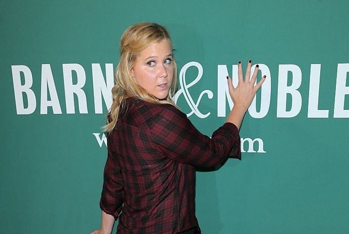 Amy Schumer S Memoir Out Now Beauty And The Dirt