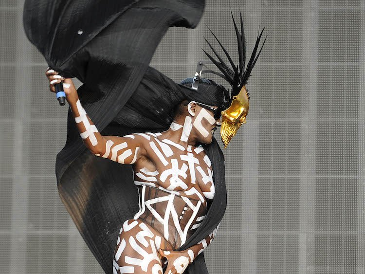 <b>GRACE JONES: BLOODLI...</b>