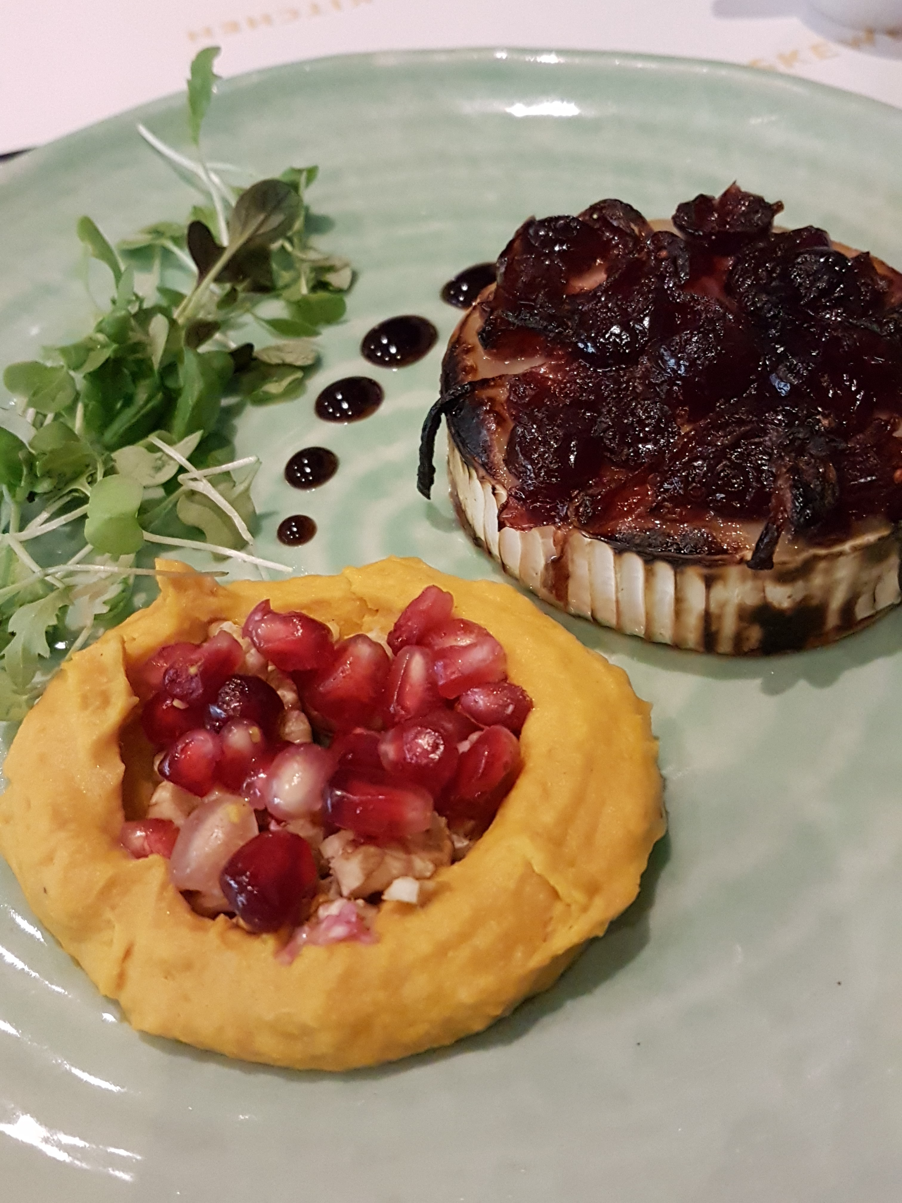 Festive Goat's cheese with caramelised cranberry